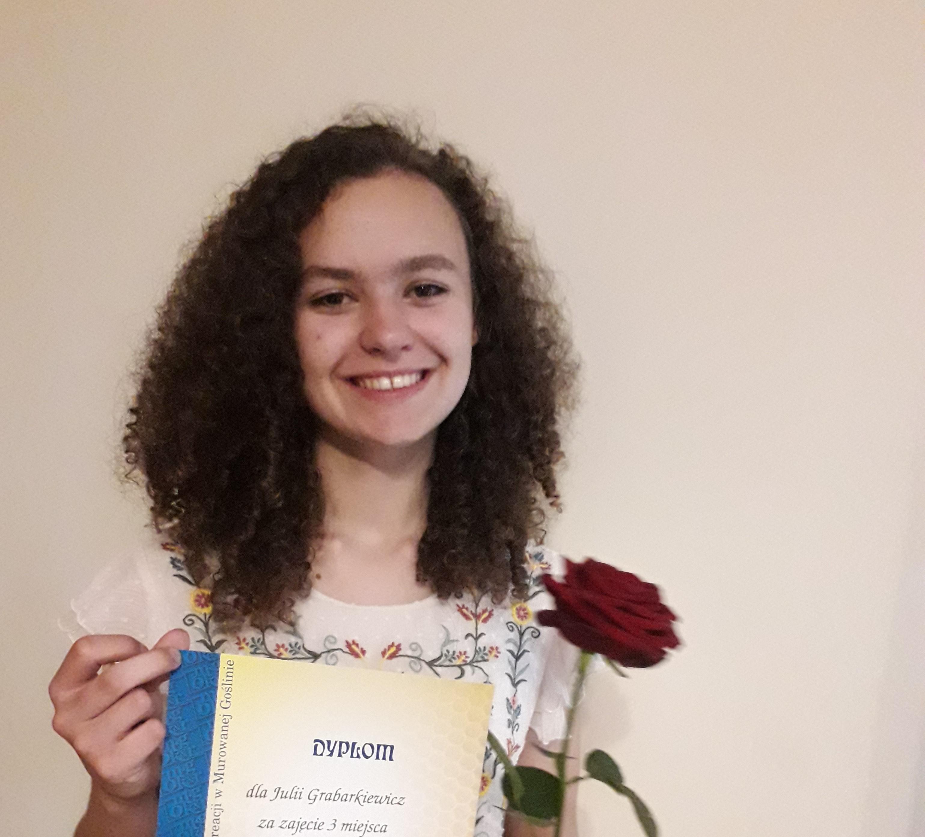 Uczennica naszej szkoły laureatką  powiatowego konkursu recytatorskiego