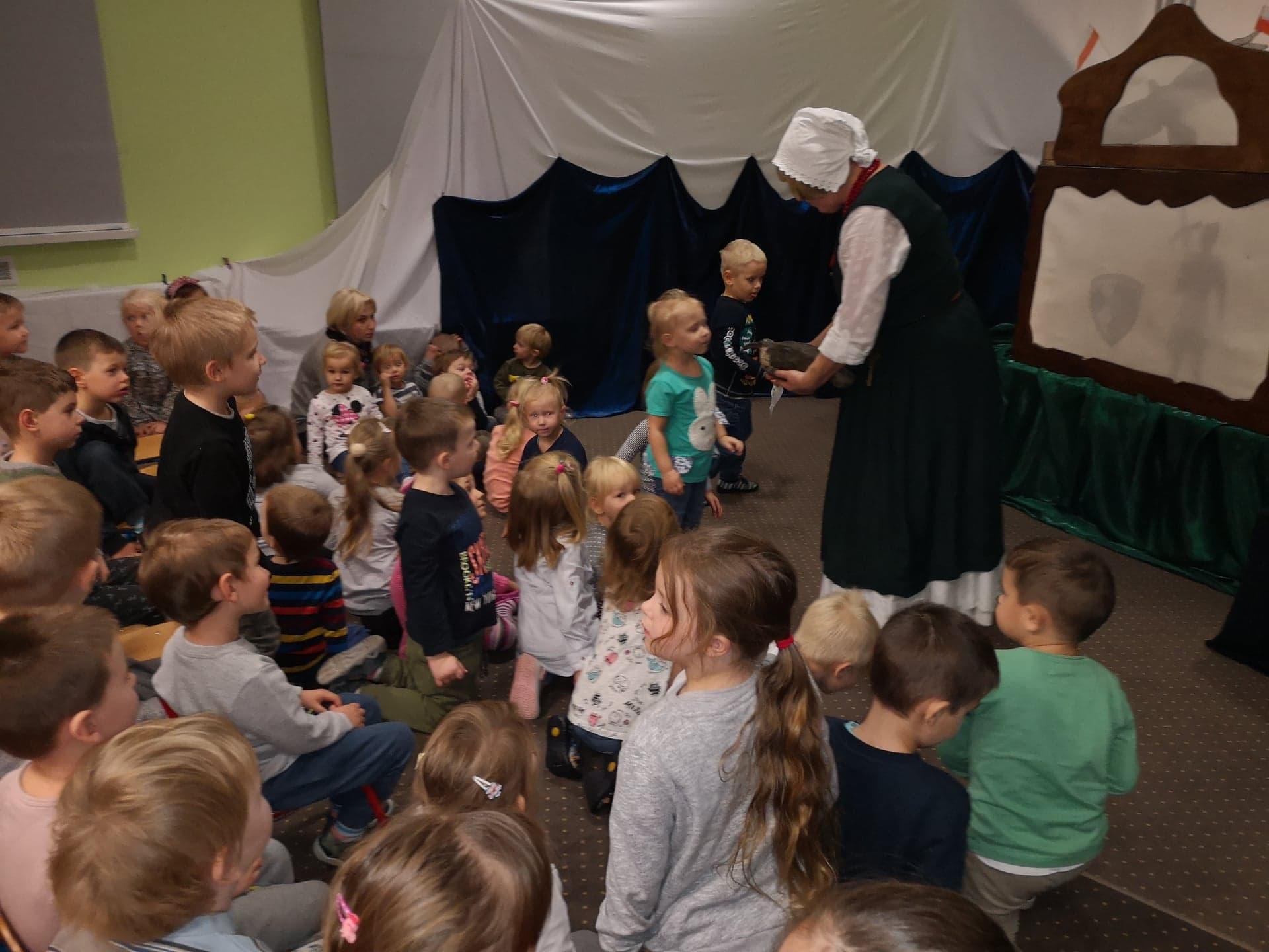 """Teatr Cieni """"Latarenka"""" w Przedszkolu"""