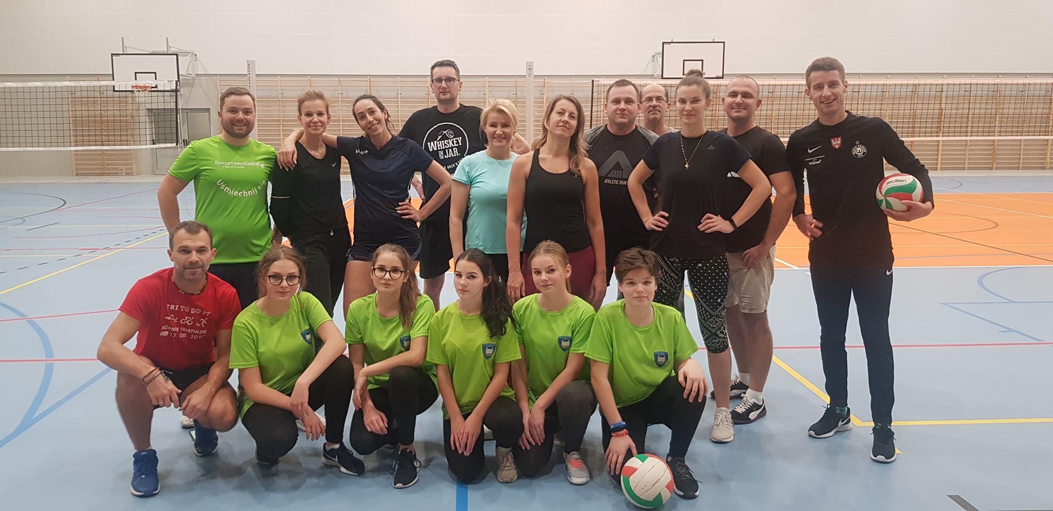Trening przez Mikołajkowym Turniejem Siatkówki
